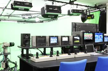 情報ネット・メディアコースの主な装置