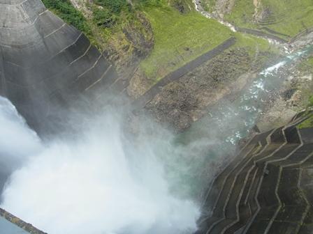 放水を真上から見てみました