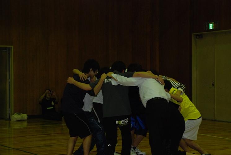 決勝戦前,前田研が円陣を組んでます