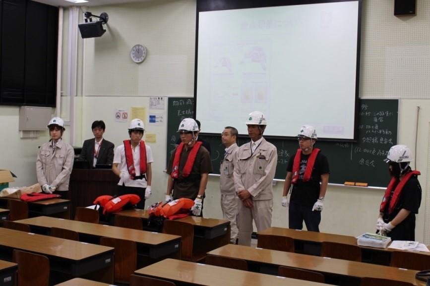 救命胴衣の付け方の事前講習
