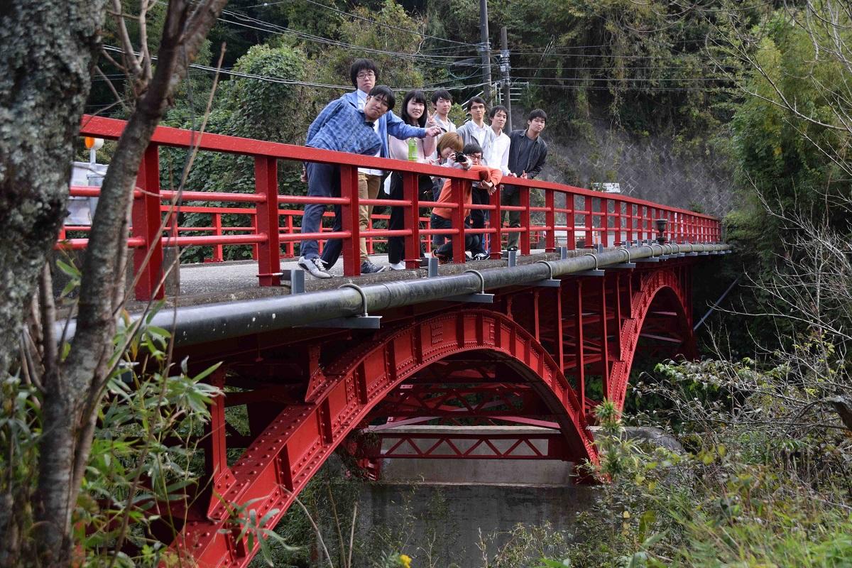 県内唯一の戦前の鋼アーチ橋である粟倉橋